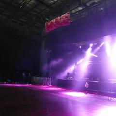 Décoration pour un concert  (cascade de ballons)