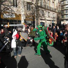 Costumes en ballons d'un chevalier et d'un dragon