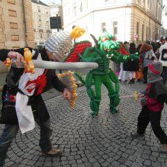 Spectacle de costumes en ballons